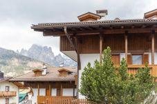 Apartment in Pozza di Fassa - Casa Favè